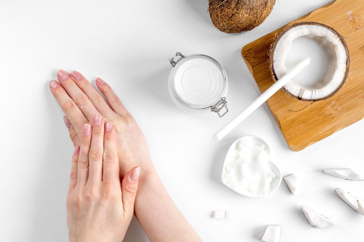 olio di cocco è un idratante per le mani