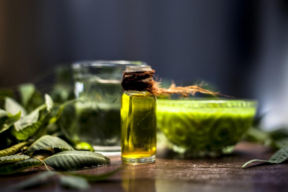 olio di neem: che cos'è, proprietà, benefici, usi e controindicazioni