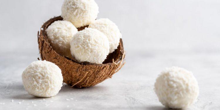 palline di cocco: tre ingredienti per un dessert squisito