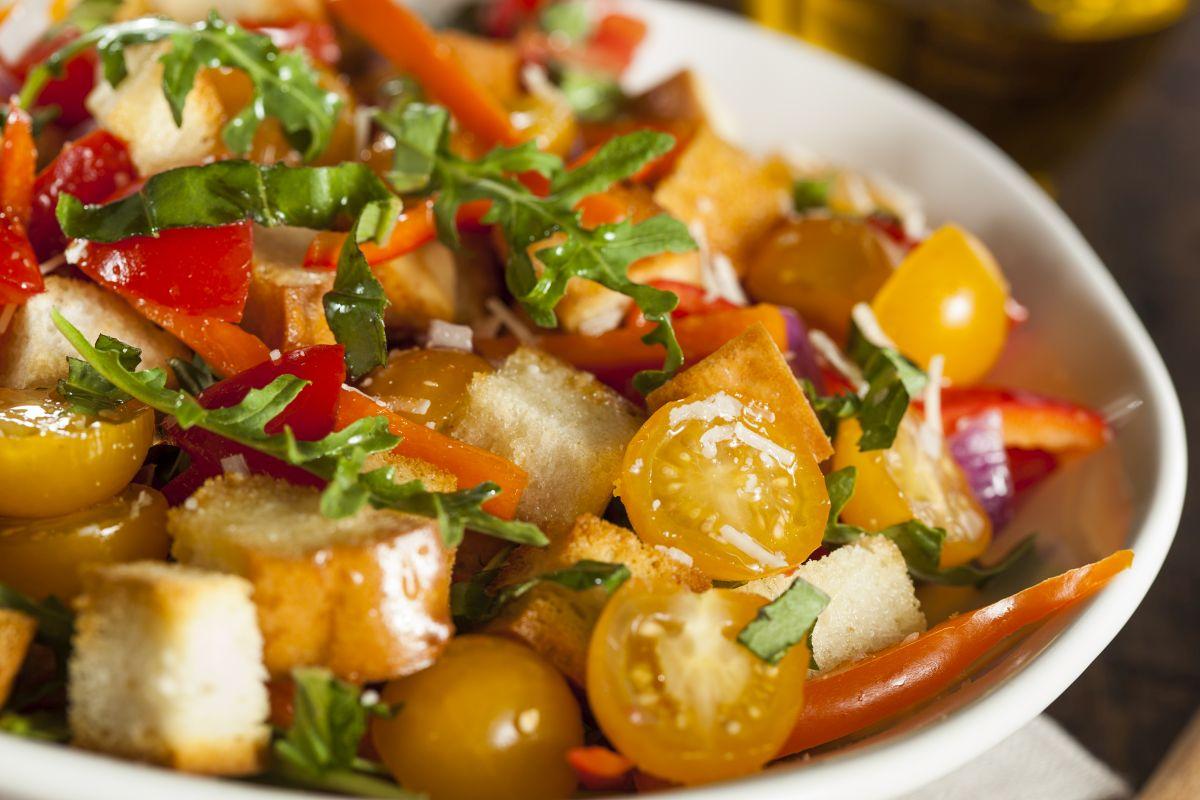 panzanella di verdure: la versione sfiziosa di un classico