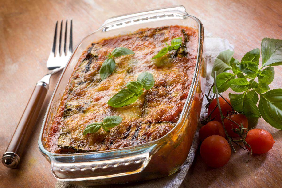 Parmigiana di zucchine: un piatto fastoso
