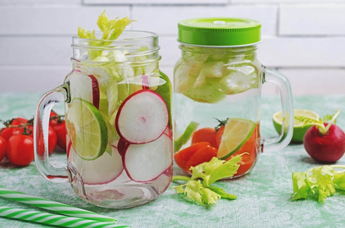 acqua aromatizzata con sedano e ravanello