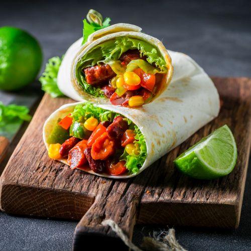 Burrito: un delizioso rotolo con carne e formaggio