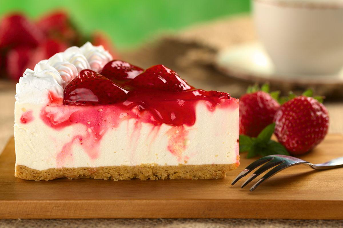 Cheesecake alle fragole: gustosa e nutriente