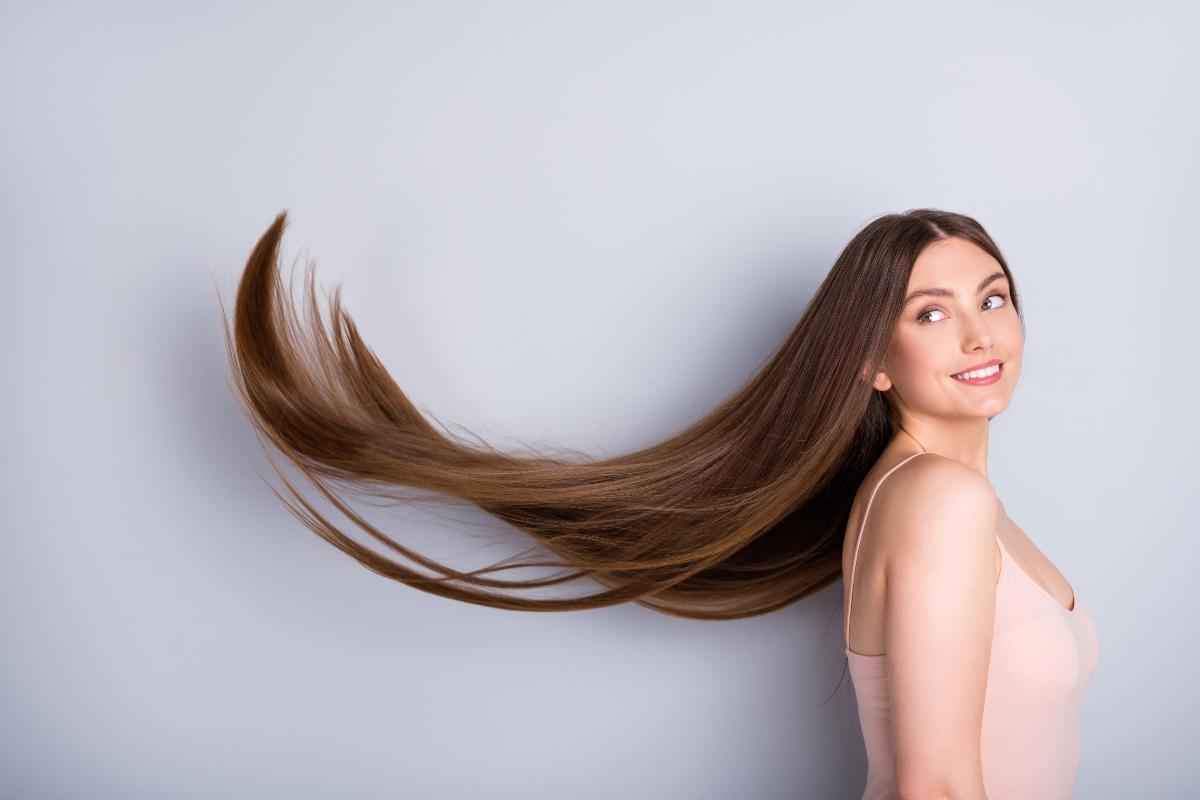 cheratina: cos'è, perché fa bene ai capelli, integratori, cibi e trattamento lisciante