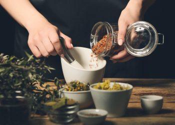 semi di lino: cosa sono, valori nutrizionali, benefici e usi in cucina e cosmesi