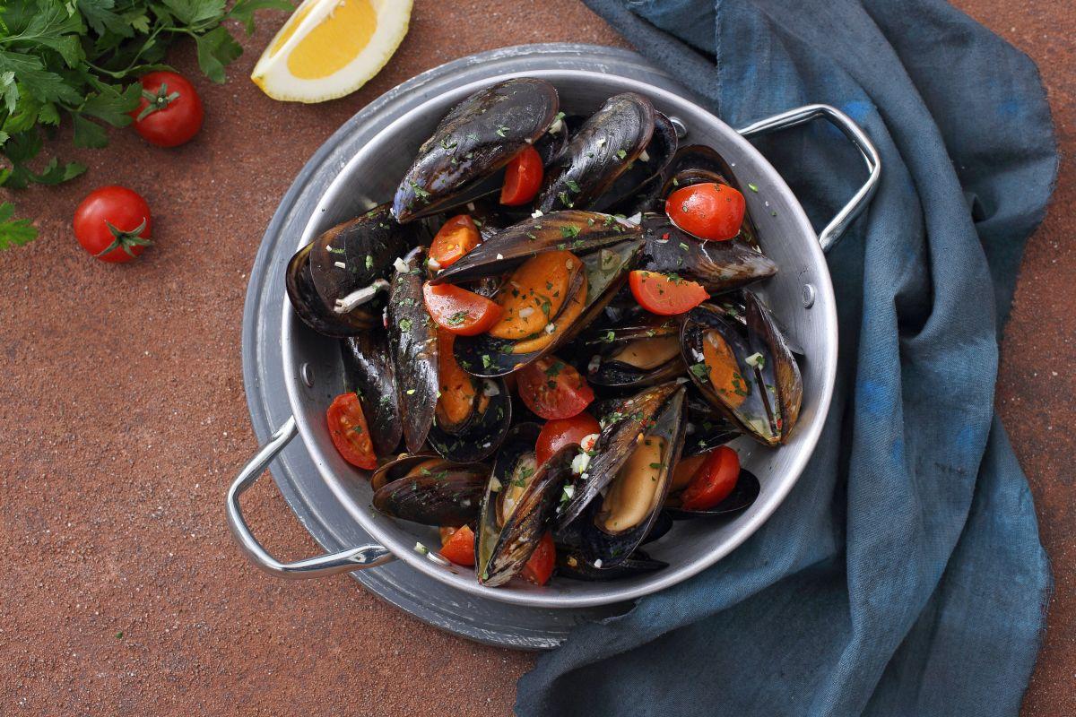 Cozze alla marinara: squisite anche col pomodoro