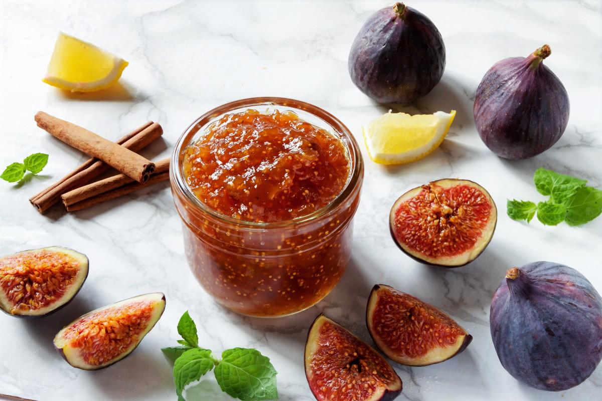 Marmellata fatta in casa: marmellata di uva e ananas