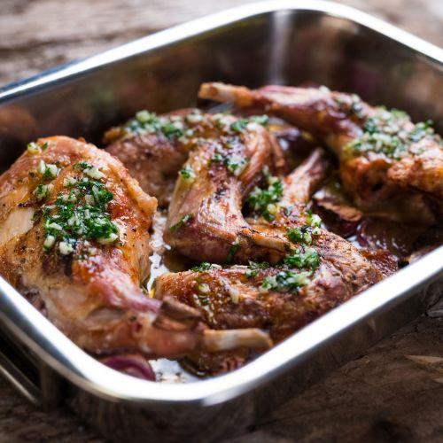 Coniglio al forno: un secondo gustoso