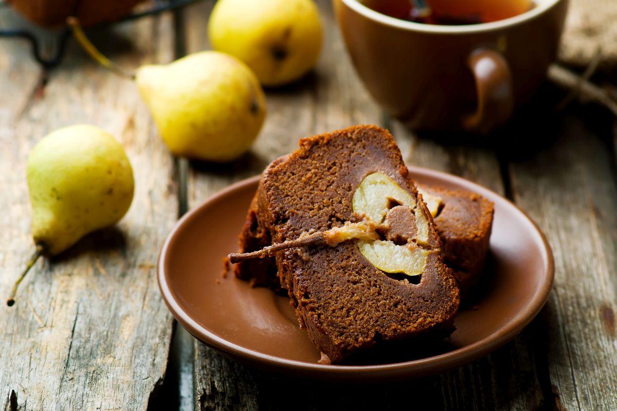 torta pere e cioccolato, un dolce super goloso