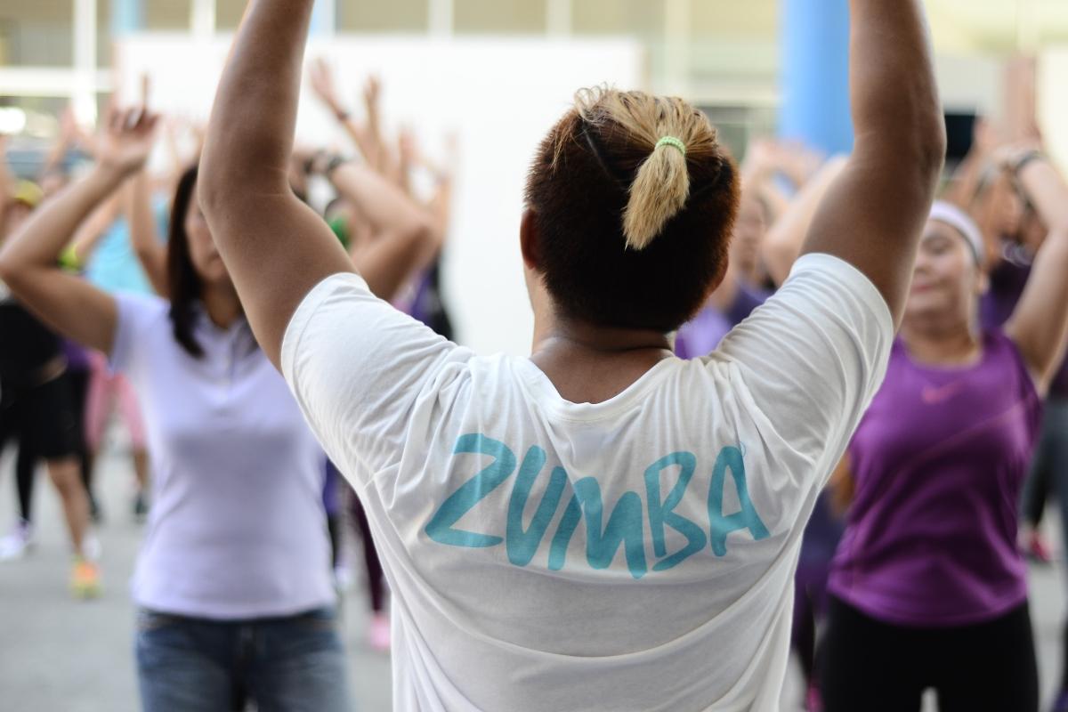 zumba: cos'è, allenamento, lezione, benefici, video lezione e controindicazioni