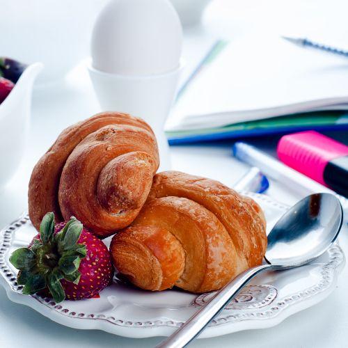 Cornetti fatti in casa, per una colazione dolce e leggera
